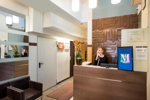 The lobby or reception area at Promenade City Hotel