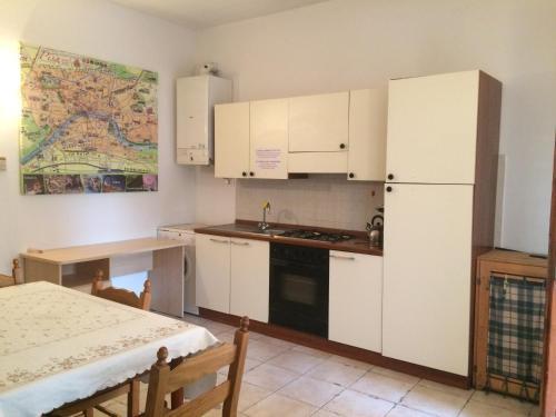 Cuisine ou kitchenette dans l'établissement Central Station Apartments
