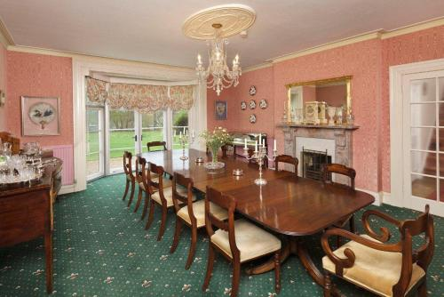 A restaurant or other place to eat at Haughley House