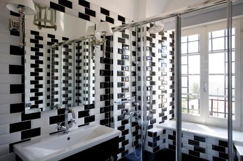 A bathroom at Despotiko