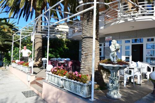A restaurant or other place to eat at Villa Jerkan