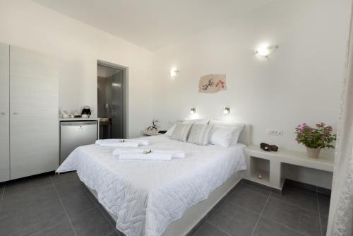 Un ou plusieurs lits dans un hébergement de l'établissement Pancratium Villas & Suites