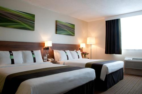 A bed or beds in a room at Holiday Inn Slough Windsor, an IHG Hotel