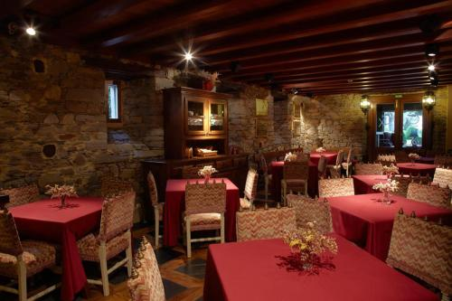 A restaurant or other place to eat at Hotel Rural Casa Xusto
