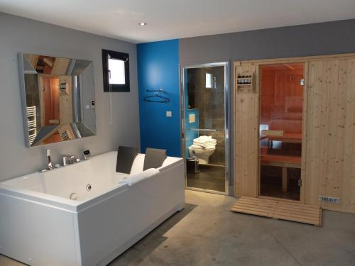 Spa and/or other wellness facilities at Be Loft B&B Pool & Spa