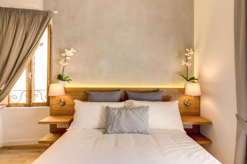 A bed or beds in a room at The Spanish Suite Campo de' Fiori