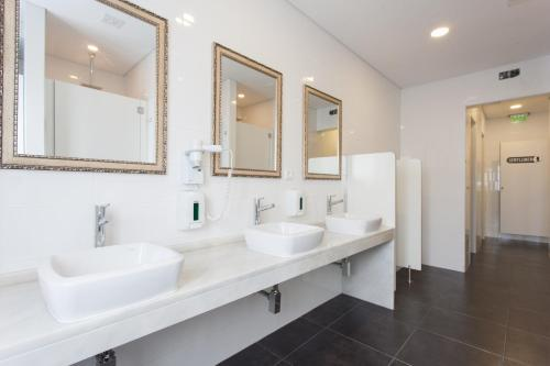 A bathroom at Be Lisbon Hostel Estefânia