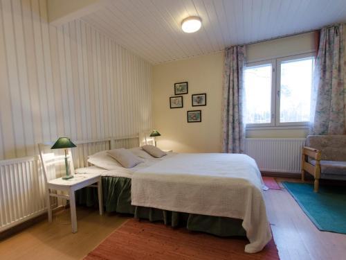 Een bed of bedden in een kamer bij Viljamaan kartano