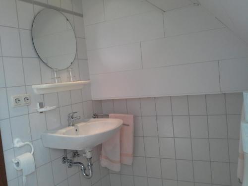 Een badkamer bij Weinhaus Kurtrierer Hof