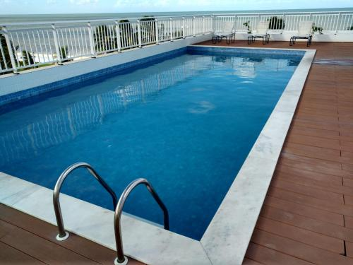 The swimming pool at or near Flat na Beira Mar do Cabo Branco