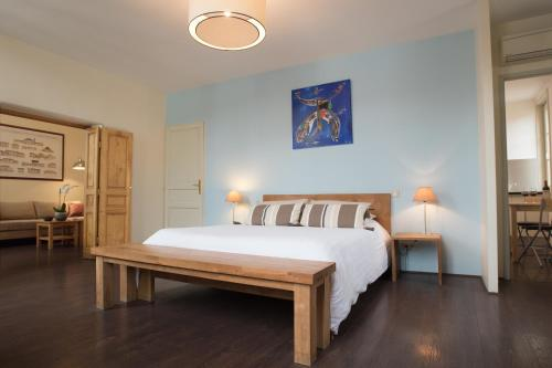 A bed or beds in a room at Demeure des Girondins
