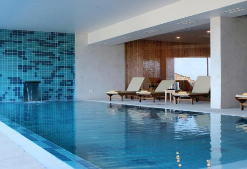 The swimming pool at or close to Pedras do Mar Resort & Spa