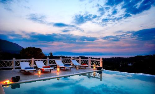 The swimming pool at or near Castello Di Vista