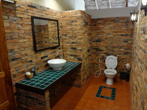A bathroom at Relax Bay Resort