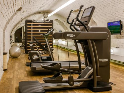 The fitness center and/or fitness facilities at Casati Budapest Hotel Superior