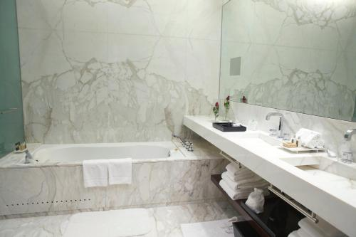 A bathroom at Algodon Mansion