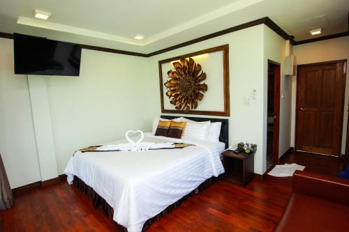 A bed or beds in a room at Cabana Lipe Beach Resort