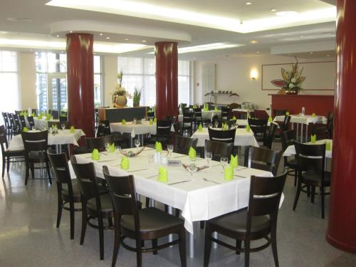 A restaurant or other place to eat at VCH Hotel Greifswald