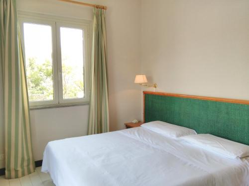 A bed or beds in a room at Hotel Baia Del Sole