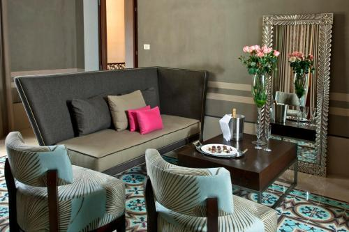 A seating area at Rosas & Xocolate Boutique Hotel+Spa