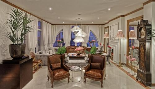 The lobby or reception area at Hotel Inglaterra Charme & Boutique
