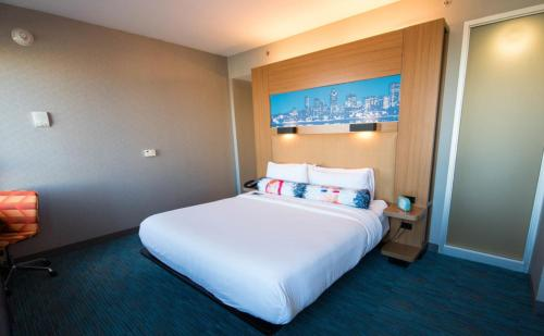 A bed or beds in a room at Aloft Montreal Airport