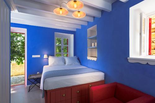 A bed or beds in a room at Platanos Cottage