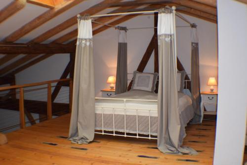 Ein Bett oder Betten in einem Zimmer der Unterkunft Moarhof anno 1665 Ferienwohnungen