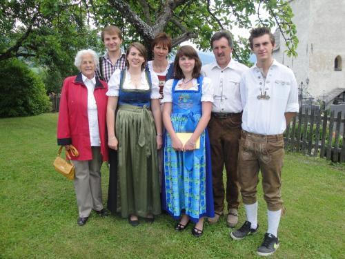 A family staying at Hof Hamoos