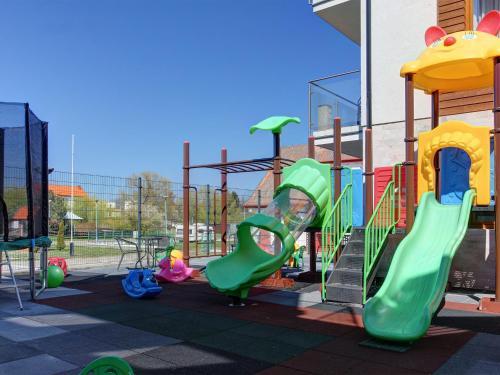 Plac zabaw dla dzieci w obiekcie Marina Jastarnia Apartamenty