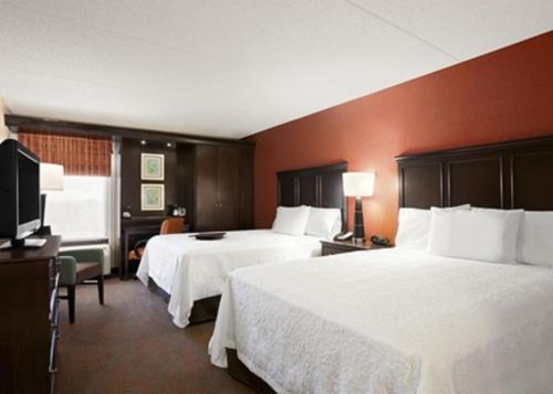 A bed or beds in a room at Hampton Inn Chicago-Midway Airport