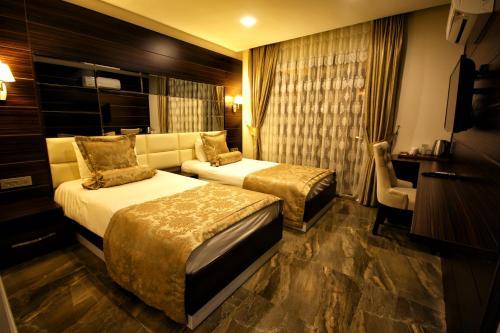 Cama o camas de una habitación en Venus Suite Hotel