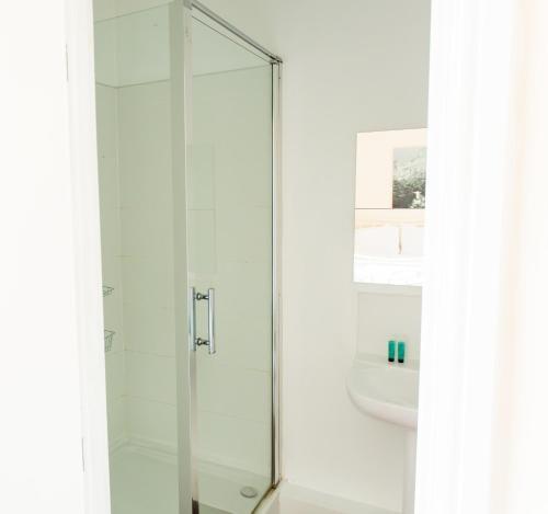 A bathroom at The Star Inn