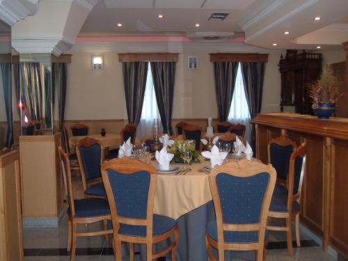 A restaurant or other place to eat at Hotel Portas Do Dao