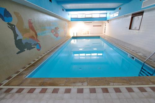 The swimming pool at or close to Best Western Hotel Bristol
