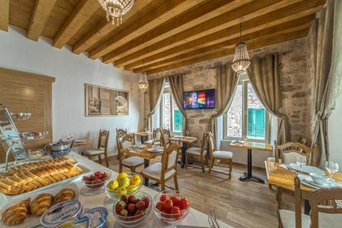 A restaurant or other place to eat at Villa Split Heritage Hotel