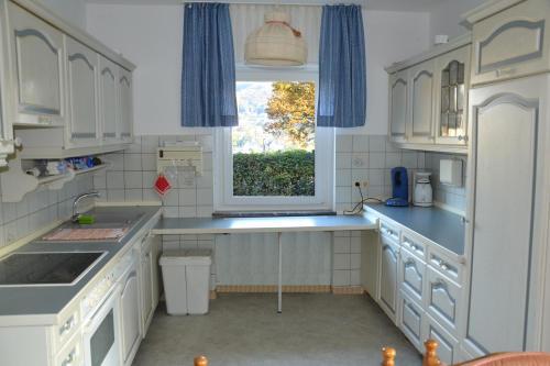 Een keuken of kitchenette bij Ferienhaus-Sternenberg