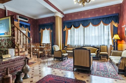 A restaurant or other place to eat at Prestige Palace Hotel