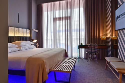 A bed or beds in a room at Pestana CR7 Funchal