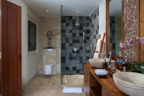 A bathroom at Jannata Resort and Spa