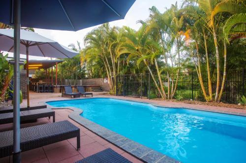 The swimming pool at or near Best Western Plus Quarterdecks Retreat