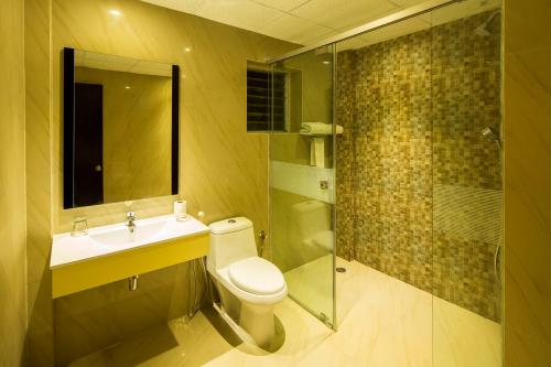 A bathroom at Sinclairs Retreat Kalimpong