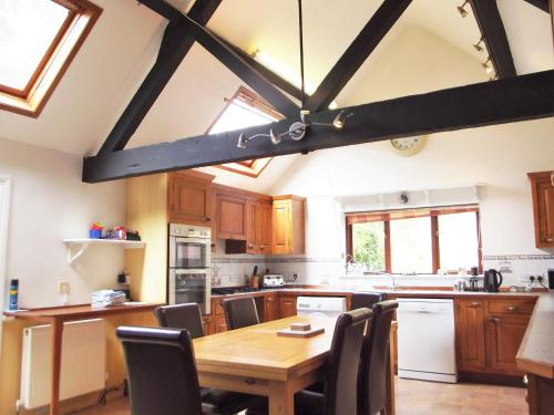 A kitchen or kitchenette at Old Sheepcote