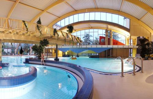 The swimming pool at or near Hasseröder Ferienpark