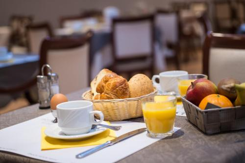 Breakfast options available to guests at Hotel Princess