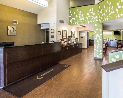 The lobby or reception area at Sleep Inn South Joplin