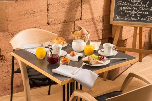 Breakfast options available to guests at Sleepwood Hotel