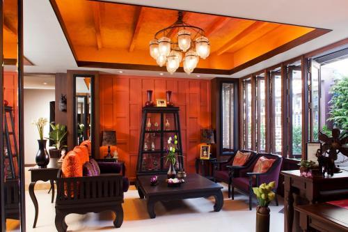 The lobby or reception area at Baan Wanglang Riverside, Bangkok