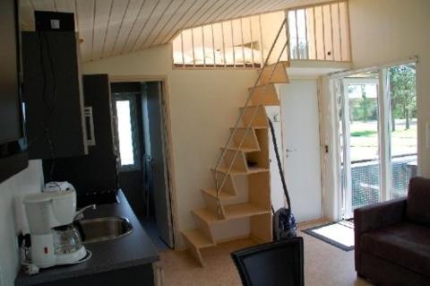 Een keuken of kitchenette bij Feddet Camping & Cottages