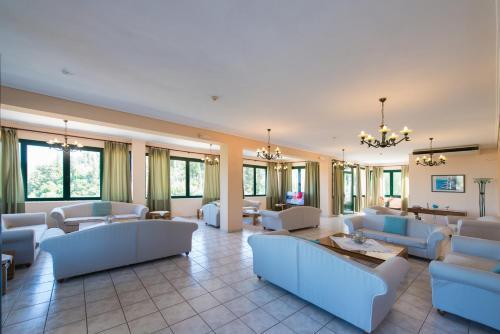 A seating area at Santa Marina Hotel